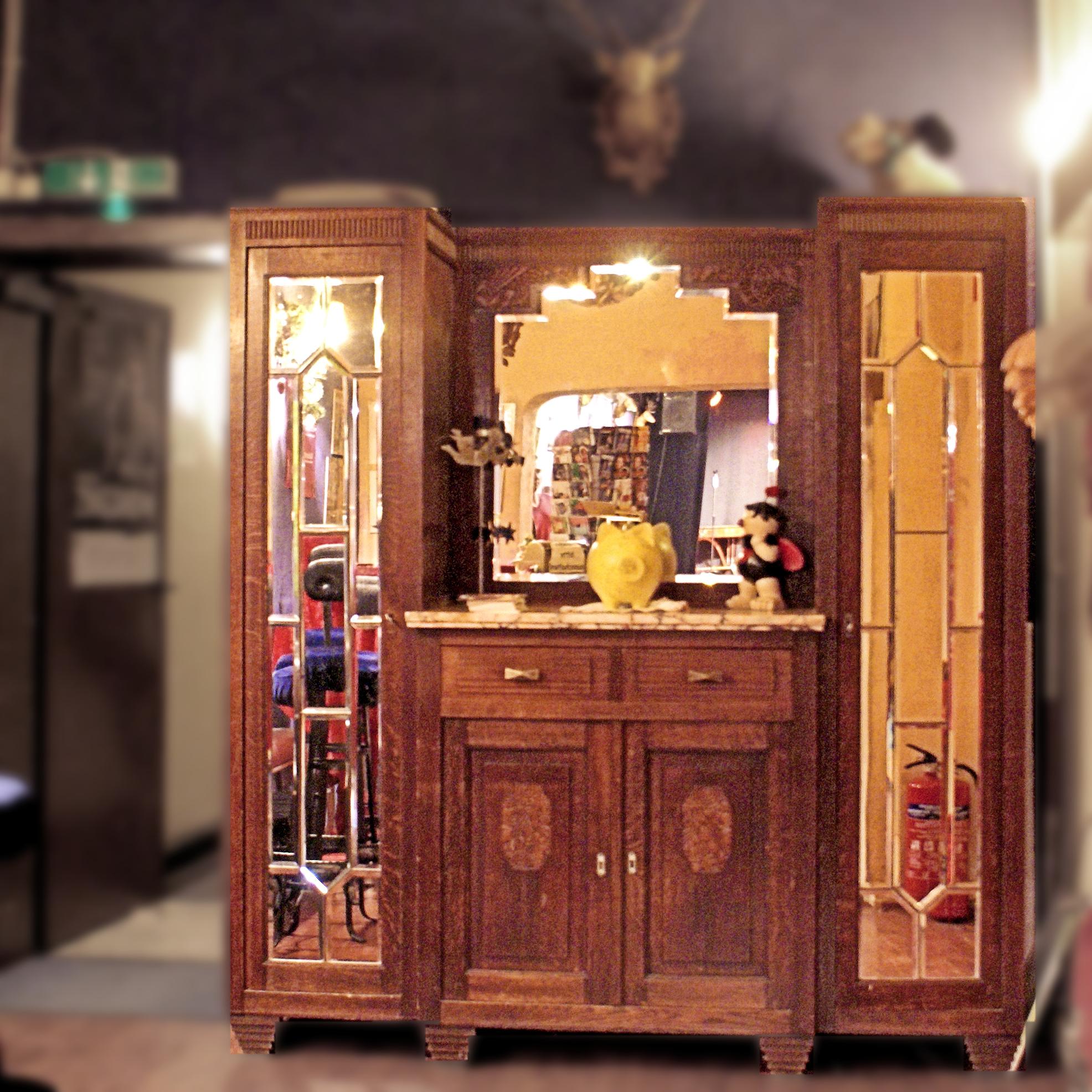 Der Schrank Des Ersten Kölner Wohnzimmertheaters, Mit Dem Alles Begann